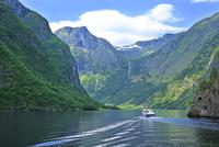 ソグネフィヨルドのネーロイフィヨルドの観光船