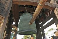 東大寺の鐘楼と梵鐘