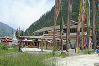 九寨溝のチベット村 26105014565| 写真素材・ストックフォト・画像・イラスト素材|アマナイメージズ
