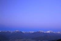 鷹狩山より夜明の北アルプス