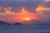 若狭湾の夕陽と千島