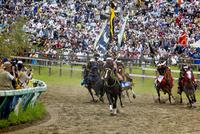 相馬野馬追祭りにての甲冑競馬風景