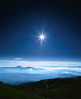 乗鞍より望む南アルプスと雲海の朝