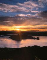 洞爺湖の朝 26120005896  写真素材・ストックフォト・画像・イラスト素材 アマナイメージズ