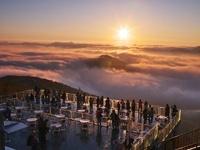 雲海テラスの朝 26120007973| 写真素材・ストックフォト・画像・イラスト素材|アマナイメージズ