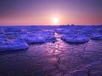 日の出と流氷