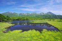 知床五湖(一湖)と知床連山