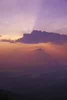 朝の斜光 26120022437| 写真素材・ストックフォト・画像・イラスト素材|アマナイメージズ