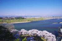北上川と北上市街地と奥羽山脈