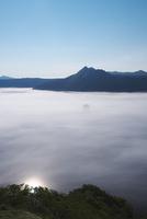 摩周湖の朝と雲海 26120039745| 写真素材・ストックフォト・画像・イラスト素材|アマナイメージズ
