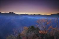 しらびそ高原の朝と南アルプス
