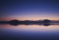 屈斜路湖の朝 26120041977  写真素材・ストックフォト・画像・イラスト素材 アマナイメージズ
