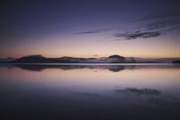 屈斜路湖の朝 26120041979  写真素材・ストックフォト・画像・イラスト素材 アマナイメージズ