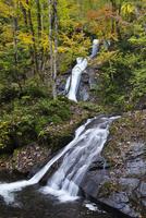 宇津江四十八滝の秋 26120042081| 写真素材・ストックフォト・画像・イラスト素材|アマナイメージズ