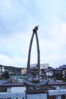 鍛冶橋の手長像