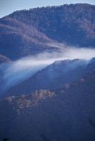 冠山峠付近より望む滝雲 26120042178| 写真素材・ストックフォト・画像・イラスト素材|アマナイメージズ