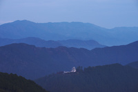 郡上八幡城の朝 26120042235| 写真素材・ストックフォト・画像・イラスト素材|アマナイメージズ