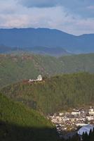 郡上八幡城の朝と市街地 26120042246| 写真素材・ストックフォト・画像・イラスト素材|アマナイメージズ