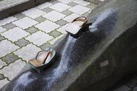 水木しげるロード 鬼太郎のゲタ 26120042615| 写真素材・ストックフォト・画像・イラスト素材|アマナイメージズ