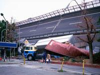 阪神大震災 阪神高速道路 26121001254| 写真素材・ストックフォト・画像・イラスト素材|アマナイメージズ