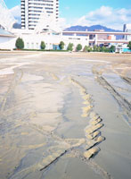 阪神大震災 メリケンパーク 液化現象