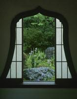 花頭窓と桔梗の咲く天得院