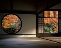 紅葉の源光庵「悟りの窓」と「迷いの窓」