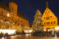 マルクト広場と市庁舎のクリスマスマーケット