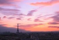 夕焼けのエッフェル塔 26121008723| 写真素材・ストックフォト・画像・イラスト素材|アマナイメージズ