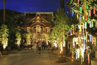 北野天満宮の御手洗祭と七夕祭 26121032376| 写真素材・ストックフォト・画像・イラスト素材|アマナイメージズ