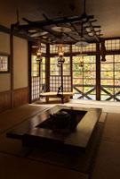 秋の青荷温泉の居間 26127000158| 写真素材・ストックフォト・画像・イラスト素材|アマナイメージズ