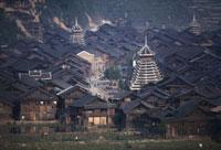 鼓楼のあるトン族の村