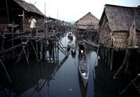 バジャウ族の水上家屋
