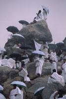 ラフマ山に群がる巡礼者