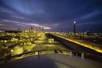 石油化学コンビナート 26140000829| 写真素材・ストックフォト・画像・イラスト素材|アマナイメージズ