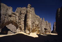砂岩の列柱