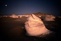 残照に染まる石灰の塔 26140001175| 写真素材・ストックフォト・画像・イラスト素材|アマナイメージズ