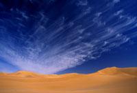 雲と砂丘 26140001201| 写真素材・ストックフォト・画像・イラスト素材|アマナイメージズ