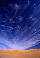 雲と砂丘 26140001202  写真素材・ストックフォト・画像・イラスト素材 アマナイメージズ