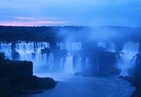 イグアス滝 26140001393| 写真素材・ストックフォト・画像・イラスト素材|アマナイメージズ