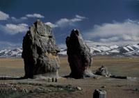 ナムツォ湖岸の聖なる岩