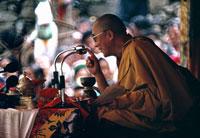 カーラチャクラ法会を行うダライラマ