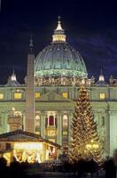 サン・ピエトロ大聖堂とクリスマスツリー