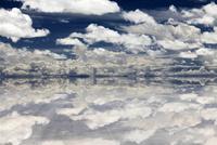 salar de uyuni 雨期 26140001962| 写真素材・ストックフォト・画像・イラスト素材|アマナイメージズ