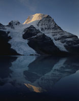 ロブソン氷河とロブソン山 マウントロブソン州立公園 26155000496| 写真素材・ストックフォト・画像・イラスト素材|アマナイメージズ