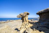 畳ヶ浦 千畳敷のキノコ岩 26169002262| 写真素材・ストックフォト・画像・イラスト素材|アマナイメージズ