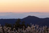 中国山地から遠望する四国の山々