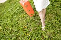 女性1人旅イメージ 30006000345| 写真素材・ストックフォト・画像・イラスト素材|アマナイメージズ