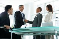 会議中のビジネスマン達