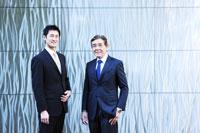 日本人の30代とシニアのビジネスマンのポートレイト